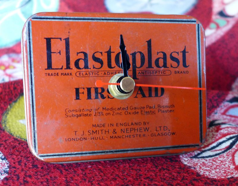 vintage-first-aid-clock-1