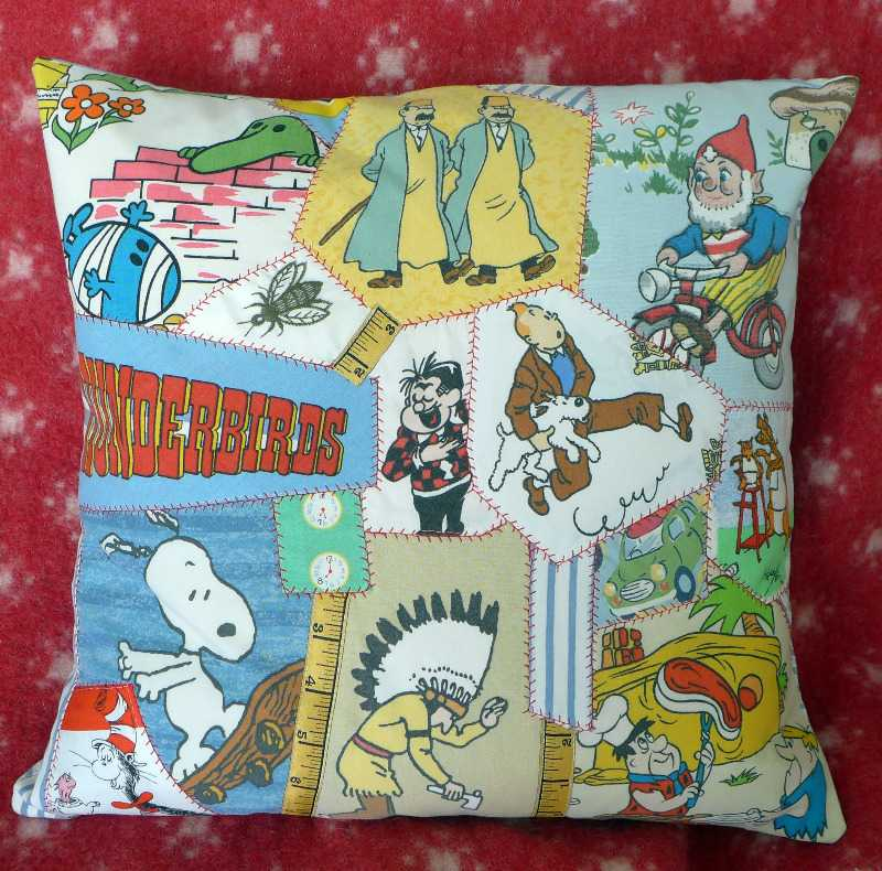 snoopy-&-roger-cushion-1