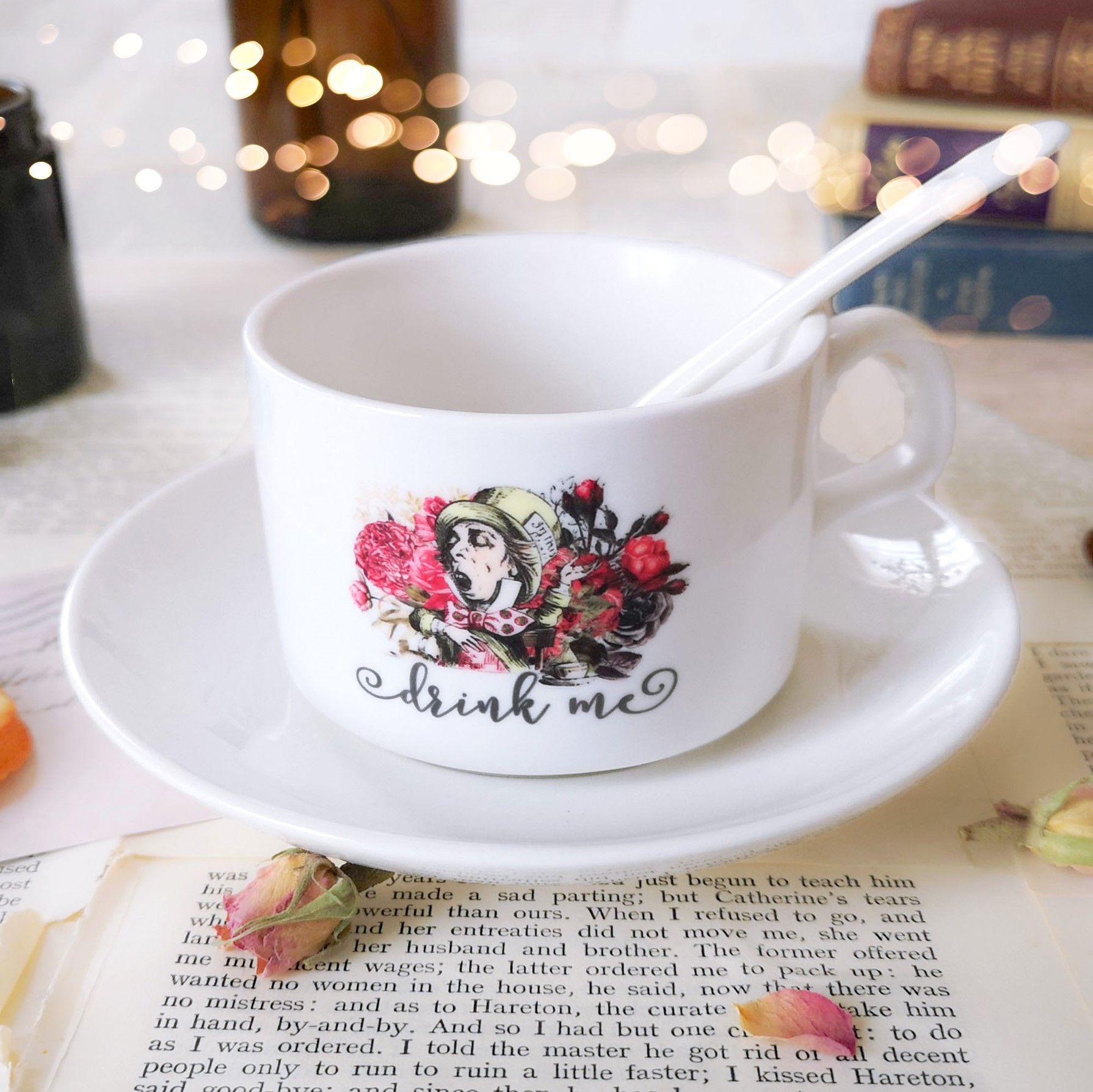Alice In Wonderland tea cup 2