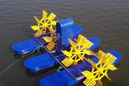 Paddlewheel Aerator on Water