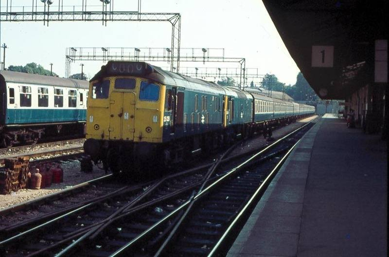 ZZ 25029 & 25211 ecs of 0949 Nottingham-Paignton. Newton Abbot 14-Aug-76