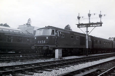 D7012 Goodrington yard prob 1964