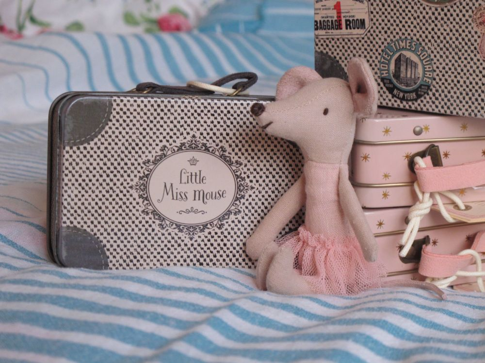 * Brand New* Little Miss Mouse in her travelling case