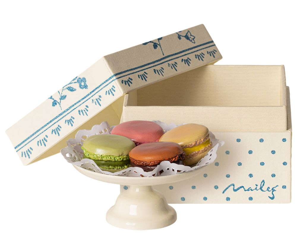 Macarons on Cakestand