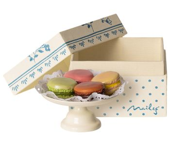 *BRAND NEW* Macarons on Cakestand