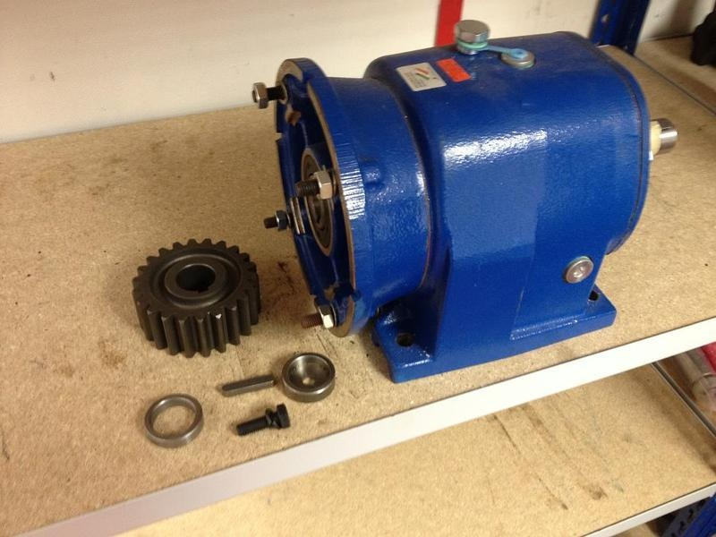 Gearbox and drive gear for CE50 section roller