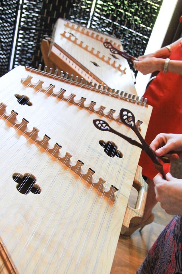 Online Zoom Dulcimer lesson with Dizzi for 1 person (1 hour)