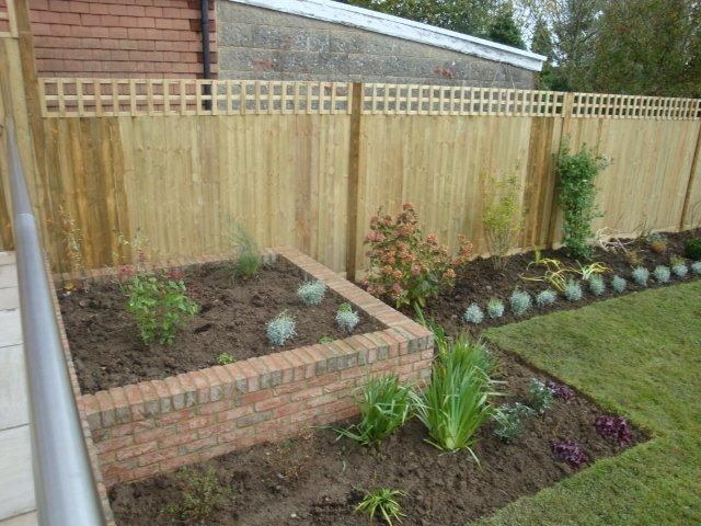 Closeboard fence with trellis top (4)