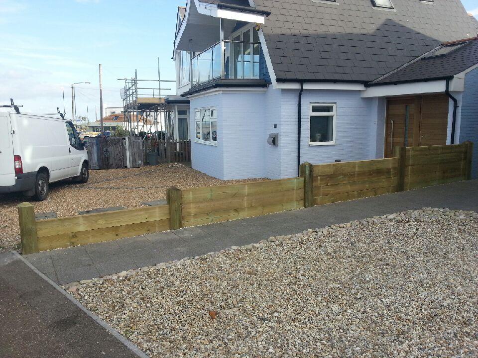 Sea groyne style fence