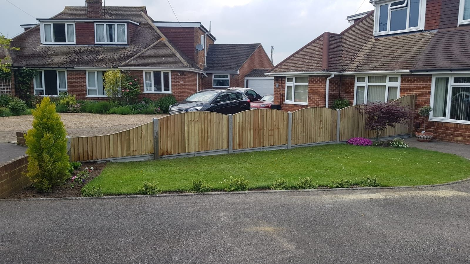 Closeboard fence- drop and bow top