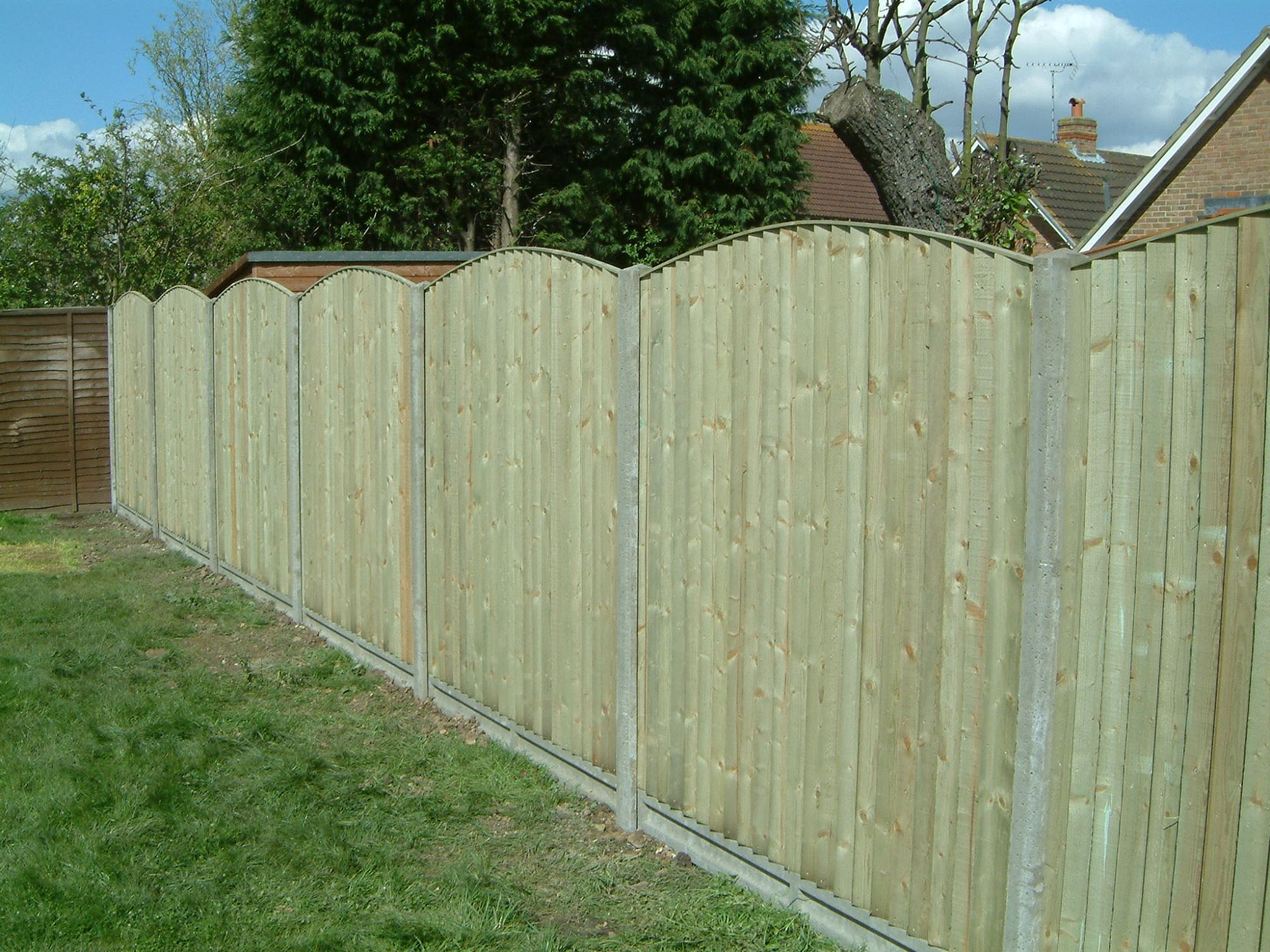 Bow top closeboard fence (15)