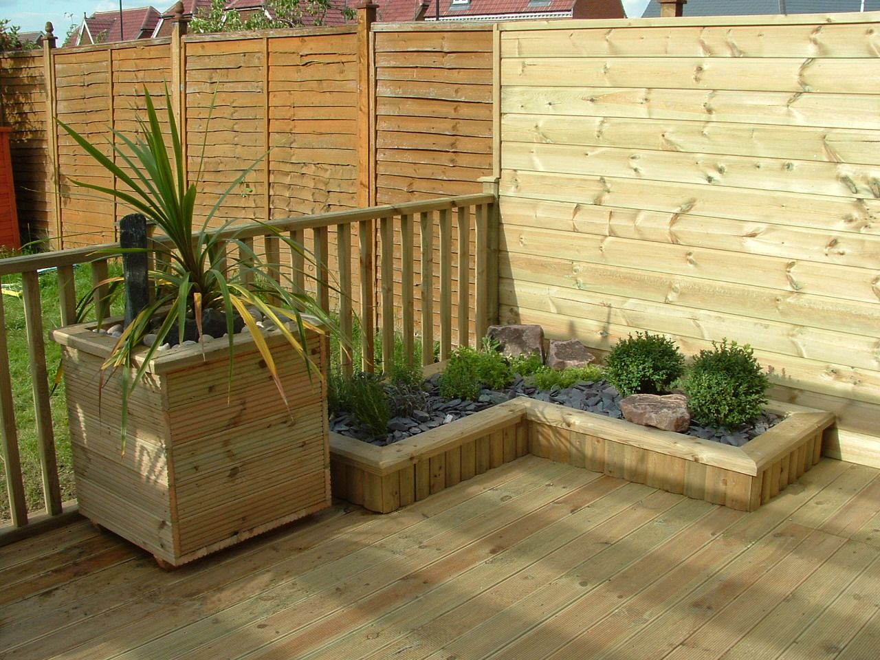 haymac deck with planter