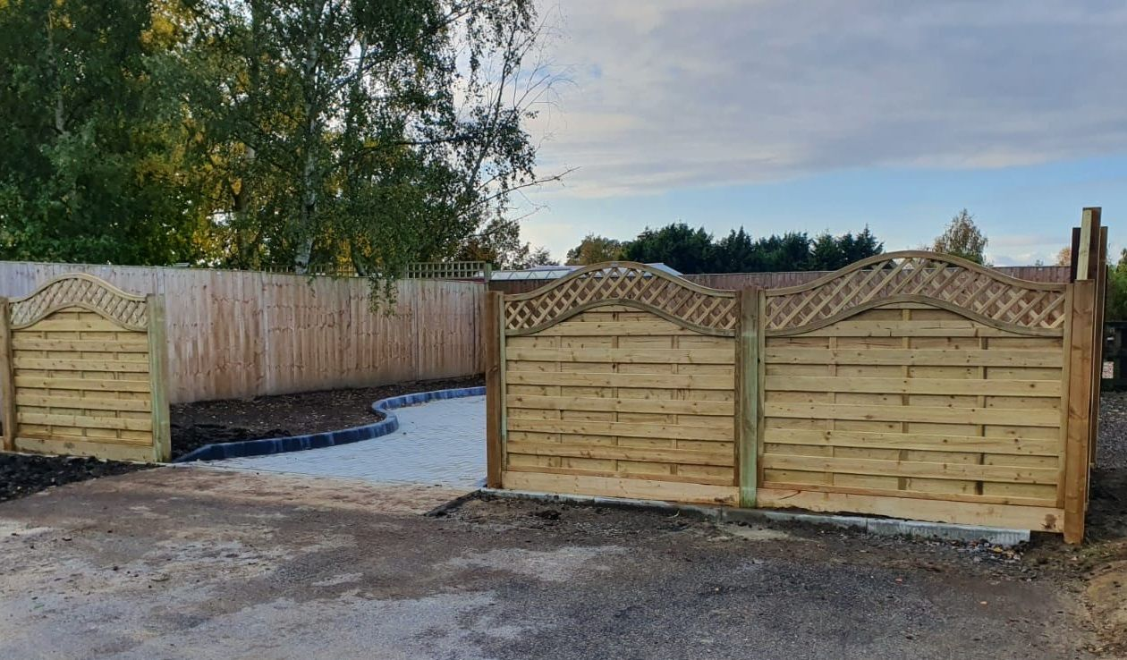 Omega top fence