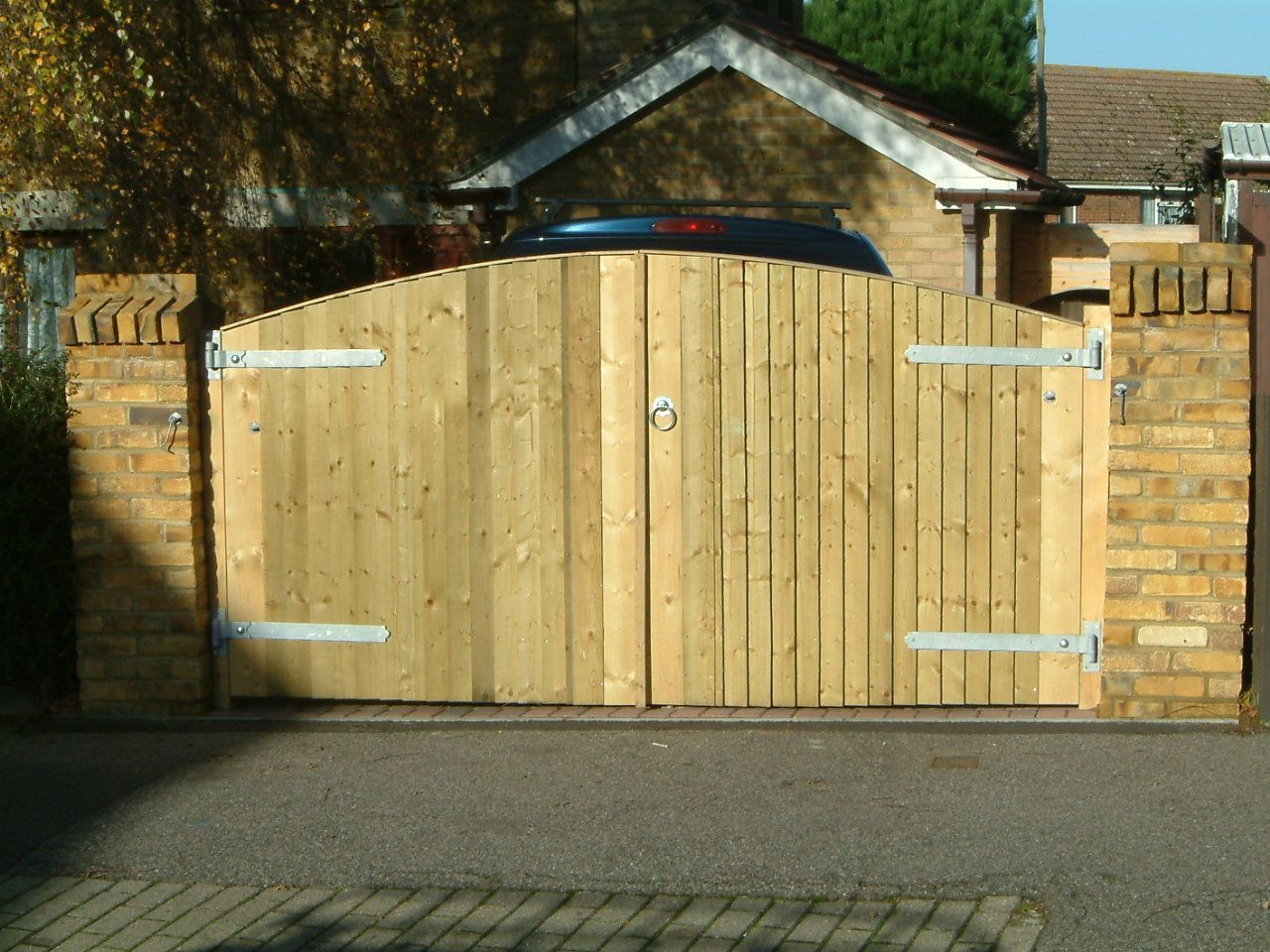 closeboarded bow top gates