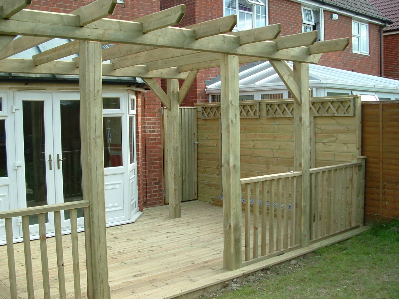 haymac deck with pergola (2).JPG