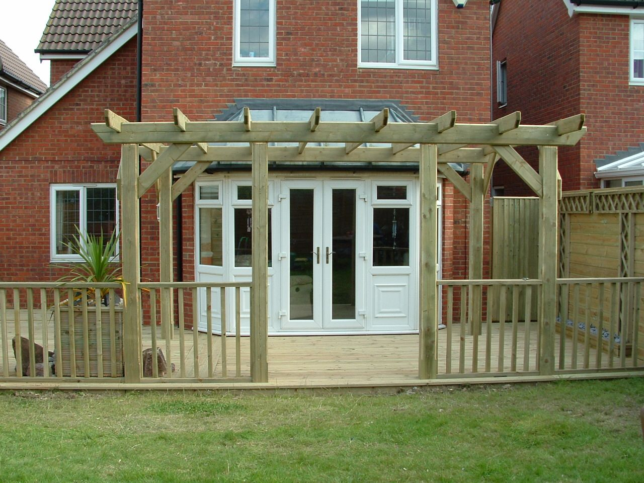 haymac deck with pergola (4).JPG