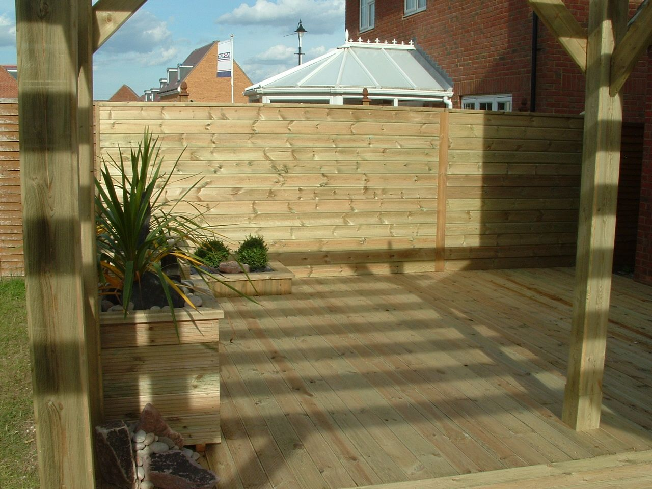 haymac deck with planter .JPG