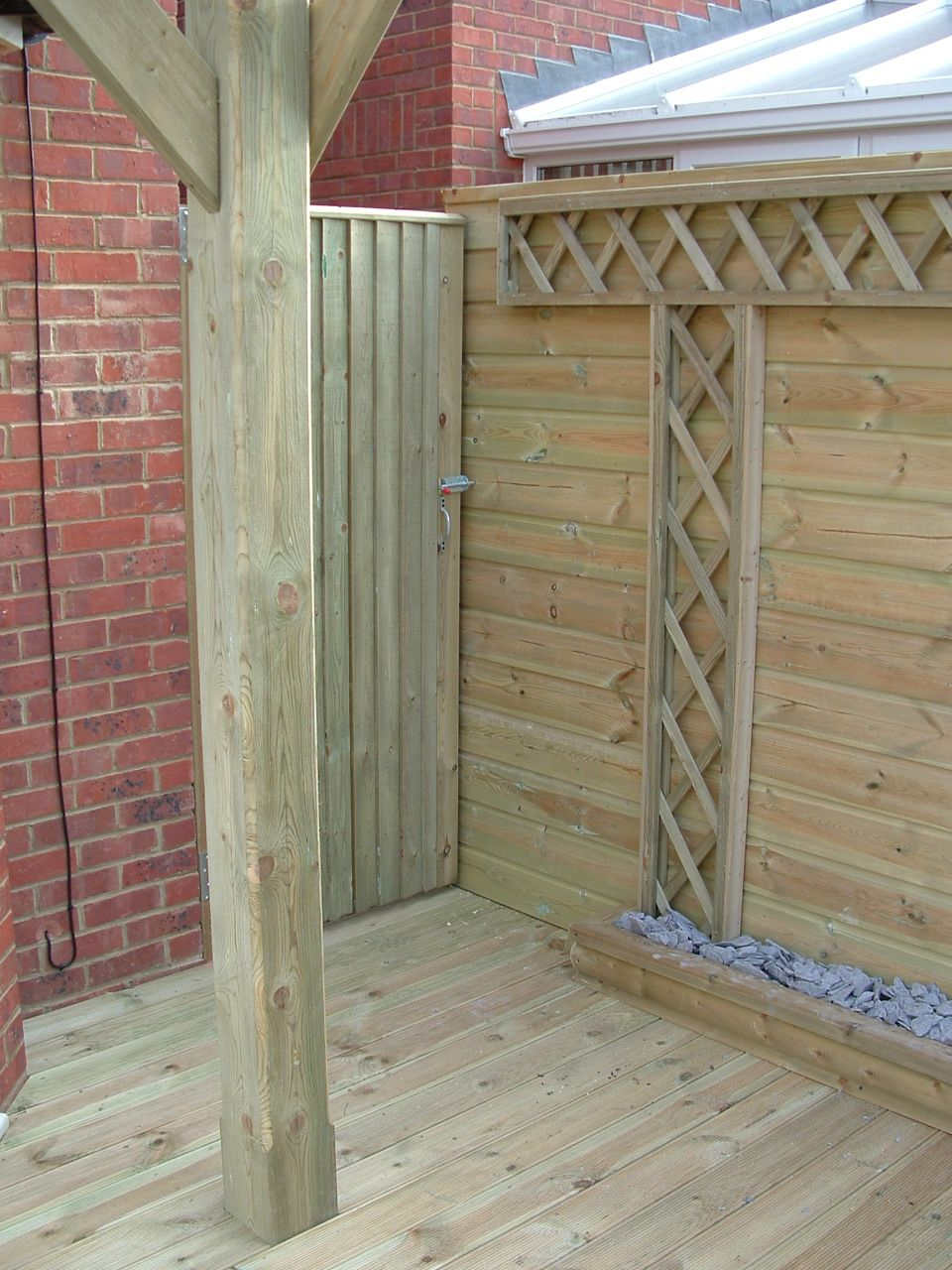 haymac deck with planter and trellis (2).JPG