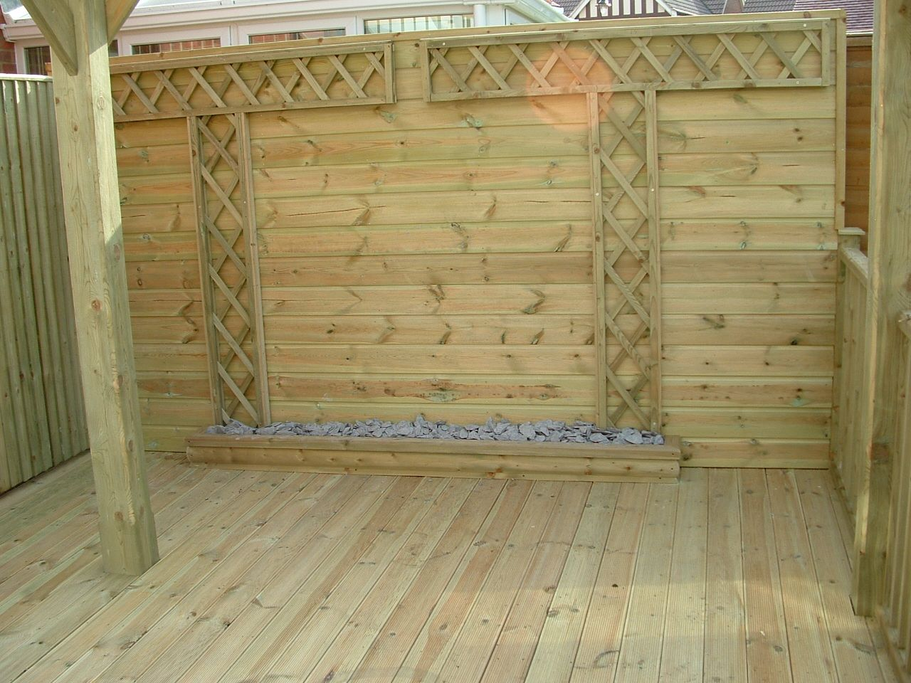 haymac deck with planter and trellis.JPG