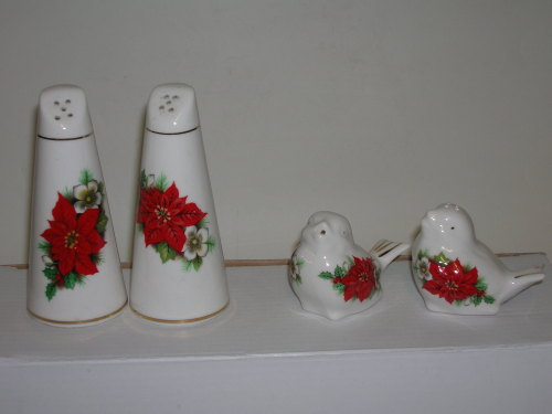 BC0282/A bird salt & pepper - poinsettia