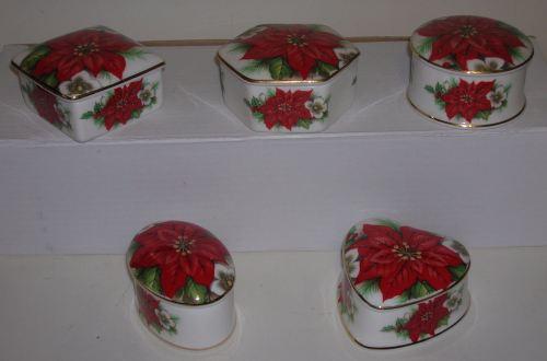 BC0 324 China box - 5 shapes - Poinsettia