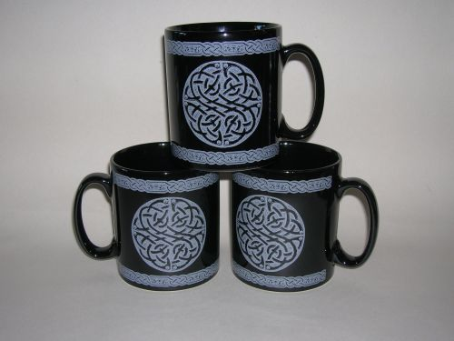 FC008 Black pottery mug - Grey Celtic design