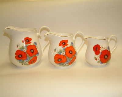 Set of 3 cream jugs - poppies