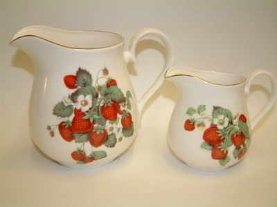 Set of 3 cream jugs - strawberries