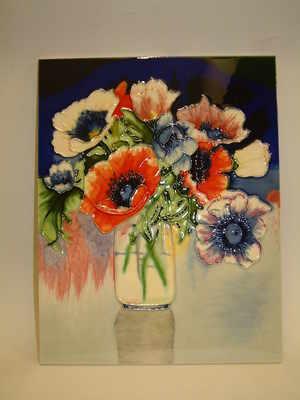 EL793 Anemones in vase