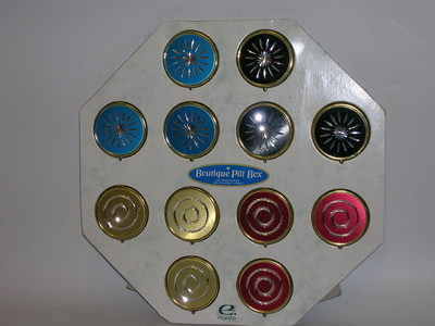 EL717 Diamond cut pill box