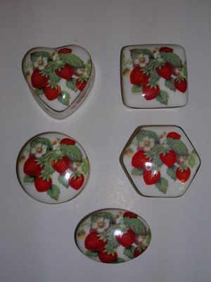 BC0526/A Mini china box - strawberries