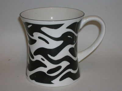 FC006/B  tankard beaker - Wavey abstract - black & white