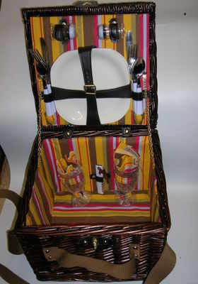 EP413 Wicker picnic basket