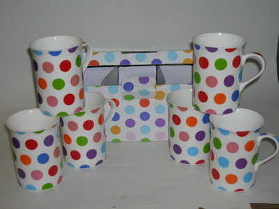 FC066 Boxed beakers - polka dots