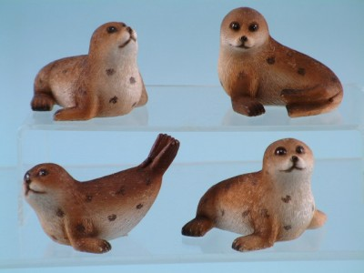 11472 Seal pups 7cm.4 diff. 12 to box