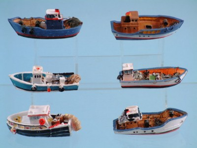 11194 Resin fishing boats - 6 assorted