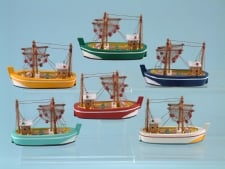 14213 Small trawler with nets - 6 assorted