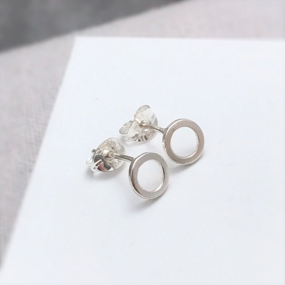 <!-- 0006 -->STUD EARRINGS