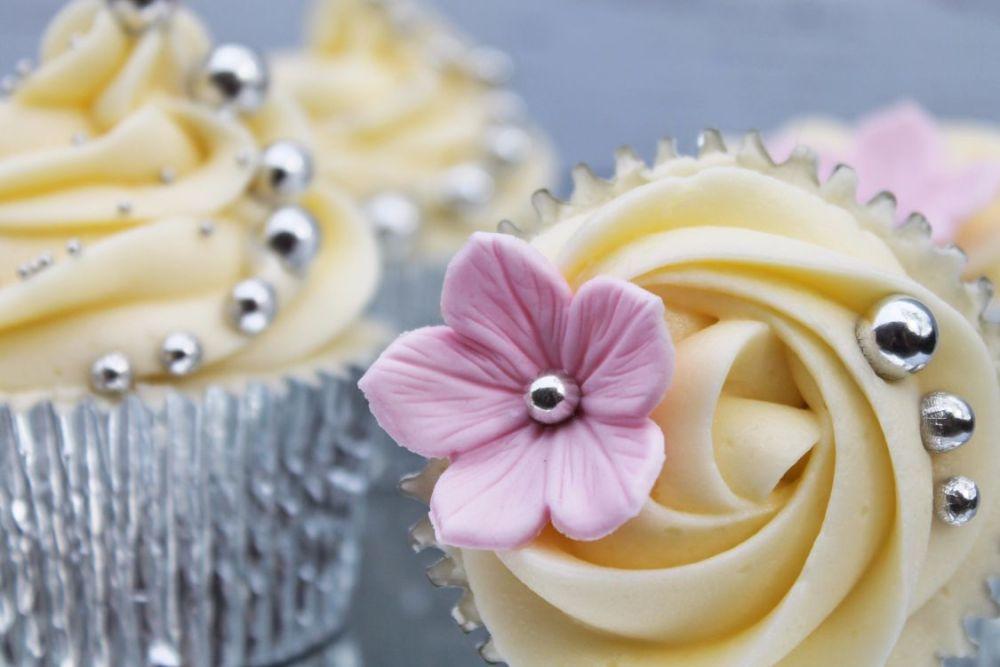silver-edibles-cupcake-03