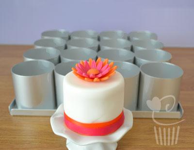 Alan Silverwood Bakeware Mini Cake Tins Purple Cupcakes
