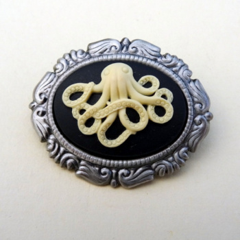Octopus cameo brooch P004