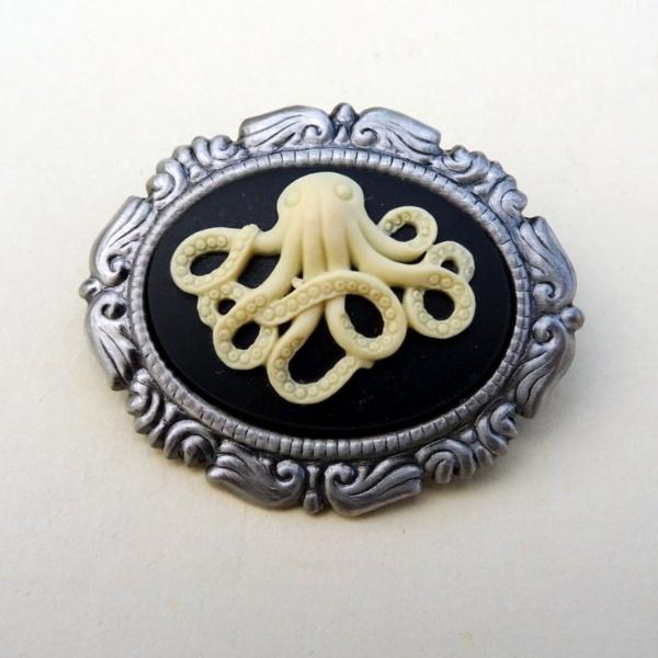Octopus cameo brooch P004