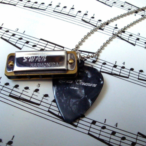 Harmonica and plectrum necklace on ball chain MN025