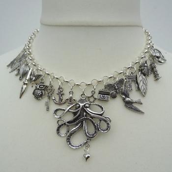 Statement charm necklace in silver CN090