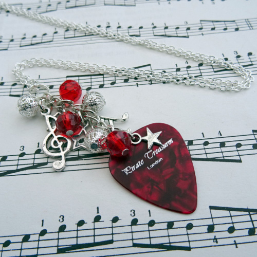 Rock'n'Roll Star plectrum charm necklace in red CN092