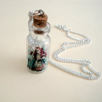 "Alice in Wonderland ""Drink Me"" bottle necklace VN106"