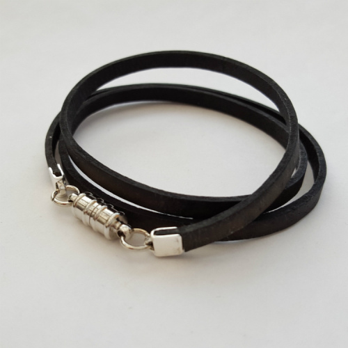 Leather wrap bracelet in antique black MN005