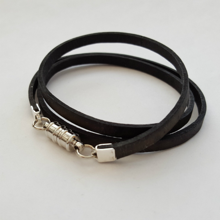 Leather wrap bracelet in antique black MN005