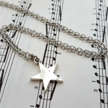 Silver star necklace on chain CN101