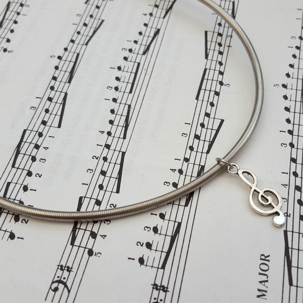 Stand up bass string choker necklace with treble clef (DMc)
